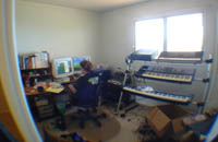 Claire in her studio in Aiea (Wide>